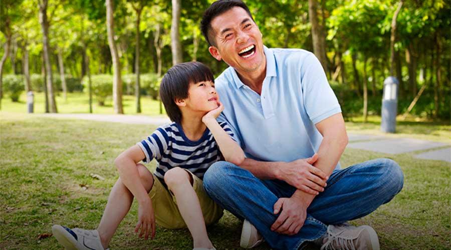 'Bố cho con cái gì?' hay câu chuyện người cha dạy con không trở thành người yếu ớt